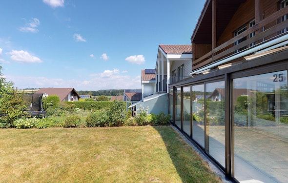Charmanter Innenausbau mit Garten
