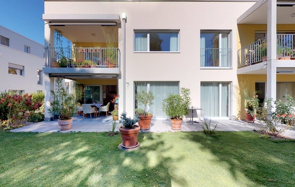 Neuwertige und grosszügige Gartenwohnung