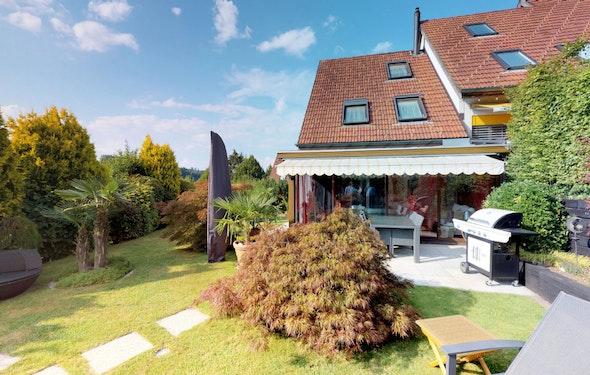 Gepflegtes Eckhaus mit Traumgarten