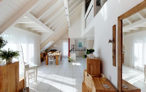 Grosszügige Dachwohnung mit drei Balkonen